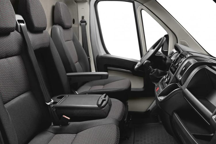 Peugeot Boxer HGV 440 L4 2.2 BlueHDi FWD 140PS Professional Van High Roof Manual [Start Stop] inside view