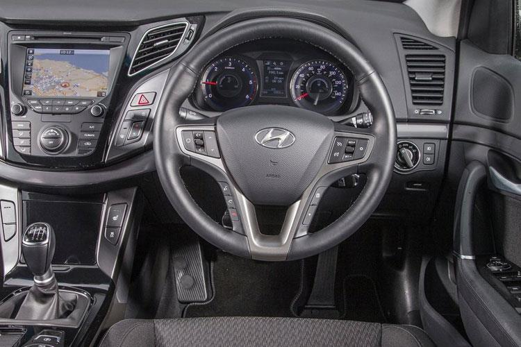 Hyundai i40 Saloon 1.6 CRDi 136PS SE Nav 4Dr Manual [Start Stop] inside view