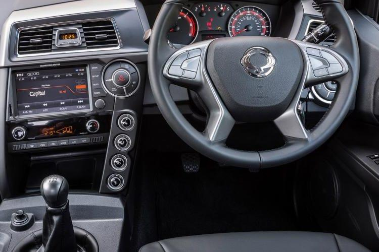 Ssangyong Musso Pick Up Double Cab 4WDS 2.2 d 4WS 181PS Saracen Pickup Double Cab Auto inside view